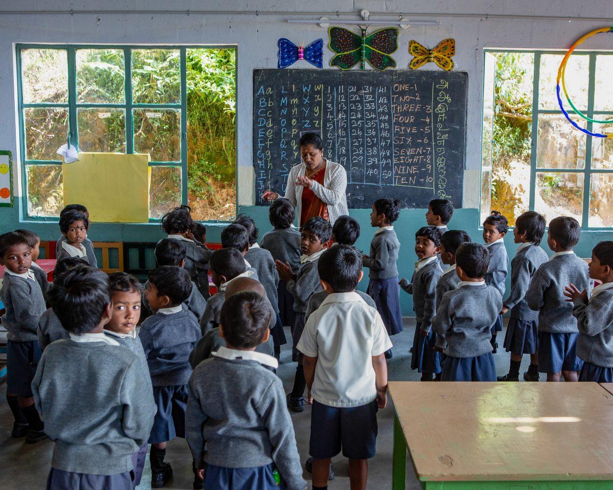 Cours d'Hindi et de Tamoul à l'école primaire